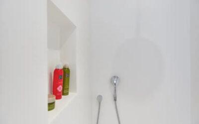 Badkamerrenovatie met PU gietvloer en epoxy wanden